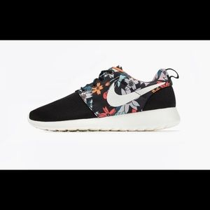 Women's Roshe One Print Sz 7.5